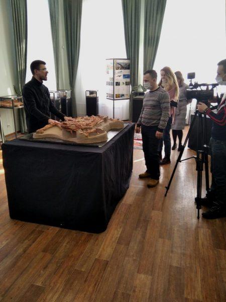 Экскурсия на открытии выставки в г. Сарапул